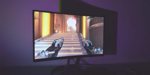 Δοκιμάσαμε τις καμπύλες και τα χρώματα της οθόνης Philips 278E8QJAB σε gaming, ταινίες και internet. Πως ανταποκρίθηκαν οι 27 ίντσες και οι λειτουργίες της;